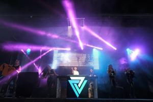 Veluzz-Live-Press-Shot.png